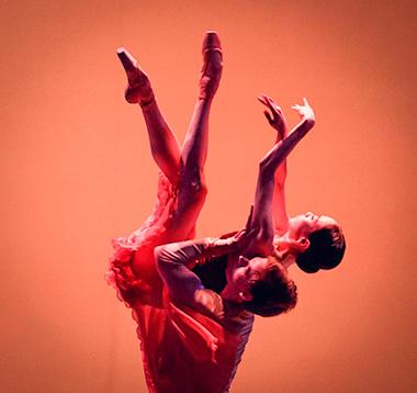 Акробатика балерины с качком в сексе